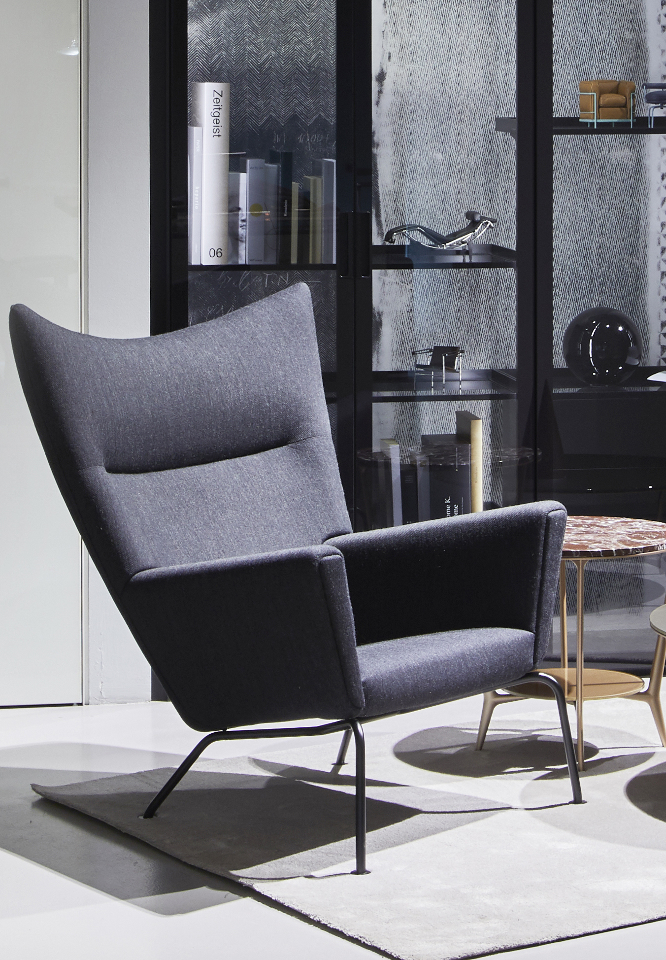 CH445 WING CHAIR – POLTRONA